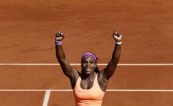 Serena Williams of the U.S. celebrates after winning her women's singles final match against Lucie Safarova of the Czech Republic at the French Open tennis tournament at the Roland Garros stadium in Paris, France, June 6, 2015.                      REUTERS/Pascal Rossignol