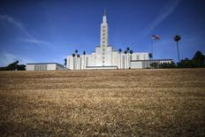 The Church of Jesus Christ of Latter-day Saints Mormon temple is seen with a brown lawn, which church officials have not watered because of the drought, in Los Angeles, California, United States May 11, 2015.  REUTERS/Lucy Nicholson