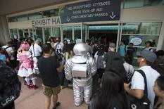 People wait to enter the convention center during the 2014 Comic-Con International Convention in San Diego, California July 25, 2014.  REUTERS/Mario Anzuoni