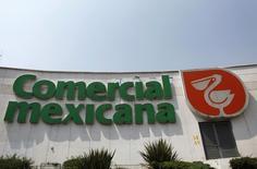 El logo de Comercial Mexicana, en Ciudad de México, 14 de mayo de 2010. La asamblea de accionistas de la minorista Comercial Mexicana (Comerci) aprobó el jueves dividir en dos la compañía, como parte del proceso de venta de activos que acordó a principios del año con su rival Soriana. REUTERS/Eliana Aponte