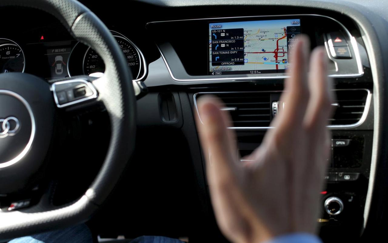 Car dashboards that act like smart phones raise safety issues