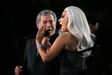 "Tony Bennett e Lady Gaga cantam ""Cheek to Cheek"" na cerimônia do Grammy, em Los Angeles. 08/02/2015 REUTERS/Lucy Nicholson"