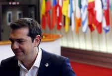 Le Premier ministre grec Alexis Tsipras à l'issue d'un sommet réuni en urgence à Bruxelles. Les pays membres de la zone euro se sont donnés jusqu'au week-end pour s'accorder sur un plan d'aide susceptible de maintenir au sein de la monnaie unique une Grèce au bord de l'effondrement économique. /Photo prise le 7 juillet 2015/REUTERS/François Lenoir