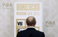 Russia's President Vladimir Putin waits before a meeting with Belarus' President Alexander Lukashenko in Ufa, Russia, July 8, 2015. REUTERS/Sergei Ilnitsky/Pool