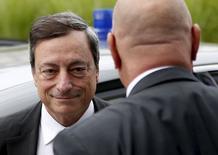 El presidente del Banco Central Europeo (BCE), Mario Draghi, dudó de la posibilidad de salvar a Grecia de la quiebra, añadiendo que no creía que Rusia saliera al rescate de Atenas, según comentarios publicados el jueves por el diario financiero Il Sole 24 Ore. En la imagen, Draghi a su llegada a una reunión de ministros de Finanzas de la eurozona sobre Grecia en Bruselas el 7 de julio de 2015. REUTERS/Francois Lenoir