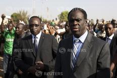 Burkina Faso President Michel Kafondo (R) and Prime Minister Isaac Zida (L) arrive at a memorial service for six people who died during the recent popular uprising in Ouagadougou, December 2, 2014.  REUTERS/Joe Penney