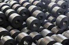Стальной прокат на заводе Hyundai Steel в Танджине. 15 июня 2011 года. Один из крупнейших сталепроизводителей в РФ Евраз снизил выпуск стали на 13,7 процента до 3,4 миллиона тонн во втором квартале этого года по сравнению с предыдущим кварталом, сообщила компания. REUTERS/Lee Jae-Won