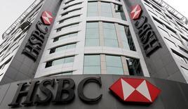 Siège de HSBC à Istanbul. La première banque européenne s'apprête à vendre sa filiale turque à la banque néerlandaise ING Group pour environ 700 à 750 millions de dollars (642-688 millions d'euros), /Photo prise le 10 juin 2015/REUTERS/Murad Sezer