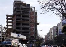 Un edificio en construcción en Buenos Aires, jul 22 2015. La actividad económica en Argentina creció un 2,2 por ciento interanual en mayo, dijo el viernes el Gobierno, una cifra que fue superior a las expectativas de especialistas. REUTERS/Marcos Brindicci