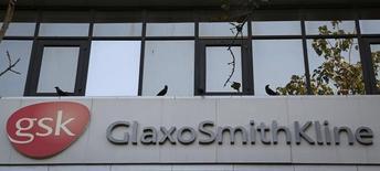 GlaxoSmithKline a publié mercredi un bénéfice par action en baisse mais meilleur qu'attendu. Le chiffre d'affaires au deuxième trimestre a progressé de 6% à 5,9 milliards de livres (8,3 milliards d'euros) mais le bénéfice hors exceptionnels a baissé de 9% à 17,3 pence par action. /Photo d'archives/REUTERS/Danish Siddiqui