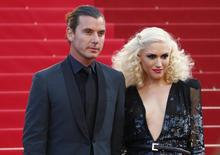 """Singer Gwen Stefani (R) and musician Gavin Rossdale arrive on the red carpet for the screening of the film """"The Tree of Life"""" in competition at the 64th Cannes Film Festival in Cannes May 16, 2011.   REUTERS/Vincent Kessler"""