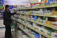 Le marché pharmaceutique chinois devient plus difficile pour les groupes occidentaux en raison notamment d'une pression sur les prix résultant d'un accès plus large de la population aux soins médicaux. /Photo d'archives/REUTERS