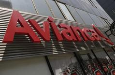El logo de Avianca, visto en la Avenida Reforma, en Ciudad de México, 27 de agosto de 2014. La aerolínea Avianca Holdings S.A registró pérdidas por 24,8 millones de dólares en el segundo trimestre por la devaluación de las monedas de los países en donde opera y menores ingresos operativos, informó el viernes la empresa. REUTERS/Henry Romero