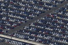 Les immatriculations de voitures neuves en France ont progressé de 10% au mois d'août, marqué par un rebond des groupes français après le repli qu'ils avaient accusé en juillet. /Photo d'archives/REUTERS/Stéphane Mahé