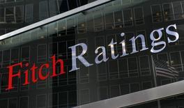 Логотип на штаб-квартире Fitch Ratings в Нью-Йорке 6 февраля 2013 года. Рейтинговое агентство Fitch сообщило, что суверенный кредитный рейтинг Украины останется низким, даже если компромисс с кредиторами о реструктуризации долга осуществится в соответствии с планом. REUTERS/Brendan McDermid