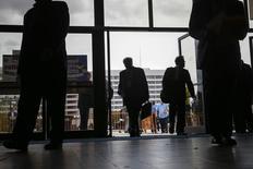 el Coliseo en Memoria de los Veteranos de Nassau, en Uniondale, Nueva York, 7 de octubre de 2014. Las aperturas de puestos de trabajo en Estados Unidos subieron en julio a un récord histórico, pero un ritmo de contrataciones ligeramente menor sugirió que los empleadores tenían dificultades para hallar mano de obra calificada, una tendencia que eventualmente podría impulsar los salarios. REUTERS/Shannon Stapleton