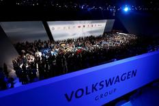 Visitors stand around cars during the Volkswagen group night ahead of the Frankfurt Motor Show (IAA) in Frankfurt, Germany, September 14, 2015.    REUTERS/Kai Pfaffenbach