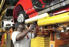 La production manufacturière des Etats-Unis a diminué plus qu'attendu en août, pénalisée par une forte diminution de l'activité du secteur automobile, ce qui pourrait peser sur la croissance du troisième trimestre.  /Photo d'archvies/REUTERS/Rebecca Cook