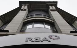 A sign of RSA insurance company is pictured outside its office in London in this December 13, 2013 file photo. REUTERS/Toby Melville/Files