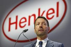 Le président du directoire de Henkel, Kasper Rorsted. Le numéro un mondial des adhésifs, mastics et revêtements va supprimer 1.200 emplois dans le monde dans sa division adhésifs, accélérant ainsi sa politique de réduction des coûts pour faire face à un environnement de marché difficile. /Photo prise le 13 avril 2015/REUTERS/Ina Fassbender