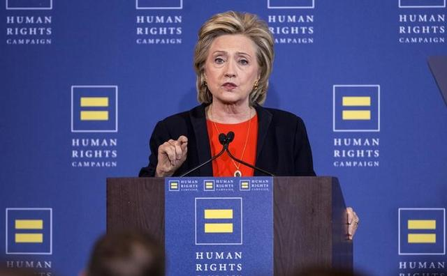 Democratic presidential candidate Hillary Clinton makes a point during a speech to supporters at the Human Rights Campaign Breakfast in Washington, October 3, 2015. REUTERS/Joshua Roberts