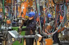 Ford Motor compte investir 11,4 milliards de yuans (1,6 milliard d'euros) dans la recherche et développement en Chine au cours des cinq prochaines années, dans l'espoir de se renforcer sur le premier marché automobile mondial. /Photo d'archives/REUTERS