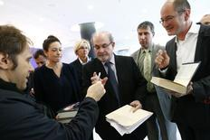 Author Salman Rushdie (C) signs autographs following the opening news conference of the Frankfurt book fair, Germany October 13, 2015.   REUTERS/Ralph Orlowski