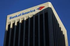 Bank of America affiche un bénéfice au troisième trimestre, alors que la banque était déficitaire un an auparavant en raison du règlement onéreux d'un litige avec le gouvernement américain sur des crédits hypothécaires. /Photo d'archives/REUTERS/Mike Blake