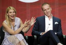 """Cast member Claire Danes gestures next to co-star Damian Lewis at a panel for the television series """"Homeland"""" during the Showtime portion of the Television Critics Association Summer press tour in Beverly Hills, California July 29, 2013.   REUTERS/Mario Anzuoni  (UNITED STATES - Tags: ENTERTAINMENT) - RTX124CW"""