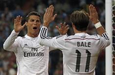 Cristiano Ronaldo e Bale comemorando gol em partida do Real Madrid, na Espanha.  05/10/2015    REUTERS/Sergio Perez
