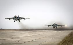 Sukhoi Su-25 jet fighters take off during a drill at the Russian southern Stavropol region, March 12, 2015.  Russia has started military exercises in the country's south, as well as in Georgia's breakaway regions of South Ossetia and Abkhazia and in Crimea, annexed from Ukraine last year, news agency RIA reported on Thursday, citing Russia's Defence Ministry.  REUTERS/Eduard Korniyenko  (RUSSIA - Tags: POLITICS CIVIL UNREST MILITARY)