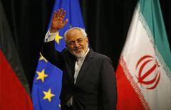 Министр иностранных дел Ирана Мохаммад Джавад Зариф на пленарной сессии в здании ООН в Вене. 14 июля 2015 года. Иранский министр иностранных дел Джавад Зариф и три его помощника примут участие в многосторонних переговорах в Вене, целью которых является поиск решения конфликта в Сирии, сообщил в среду Тегеран. REUTERS/Leonhard Foeger
