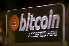 La monnaie virtuelle bitcoin a bondi de 25% mercredi et atteint 500 dollars pour la première fois depuis août 2014, une poussée attribuée à la demande en provenance de Chine. /Photo prise le 29 septembre 2015/REUTERS/David Gray