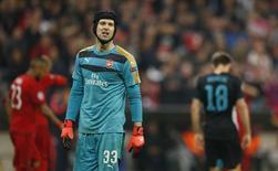 Goleiro Petr Cech, do Arsenal, durante derrota contra o Bayern de Munique pela Liga dos Campeões, em Munique. 04/11/2015 REUTERS/Action Images/John Sibley