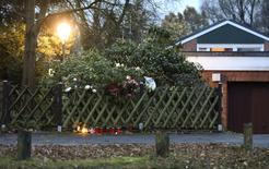 Lit candles and flowers are placed outside the house of former West German Chancellor Helmut Schmidt in Hamburg, Germany, November 10, 2015. Schmidt was one of the founding fathers of the euro but will probably be best remembered for his tough stance against the far-left Red Army Faction (RAF) guerrillas whose kidnapping and murder campaign terrorised the country over three decades. Schmidt, who died on Tuesday aged 96, was West Germany's second centre-left Social Democrat (SPD) chancellor from 1974 to 1982, at the height of the Cold War, after serving as finance minister from 1972 to 1974. REUTERS/Fabian Bimmer