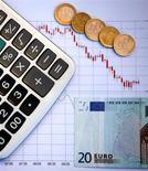 La Commission européenne estime que l'Italie, la Lituanie, l'Autriche et l'Espagne risquent d'enfreindre les règles budgétaires communautaires dans le cadre de leur budget 2016. /Photo d'archives/REUTERS/Dado Ruvic