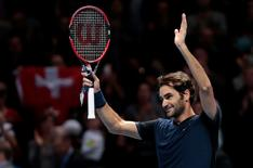 Switzerland's Roger Federer celebrates winning his semi final match with Switzerland's Stanislas Wawrinka Reuters / Suzanne Plunkett