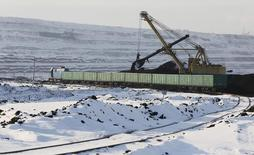 A dredge loads wagons with coal at the Borodinsky opencast colliery near the Siberian town of Borodino, east of Krasnoyarsk, Russia, October 27, 2015. The Borodinsky colliery, 9 km (5.6 miles) long and more than 100 meters (328 feet) deep, annually produces more than 20 million tons of coal and is considered to be the biggest opencast coal mine in Russia, according to official representatives. Picture taken October 27, 2015. REUTERS/Ilya Naymushin