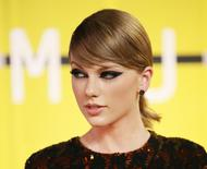 Recording artist Taylor Swift arrives at the 2015 MTV Video Music Awards in Los Angeles, California, August 30, 2015.  REUTERS/Danny Moloshok
