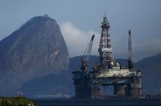 Plataforma de petróleo vista em Niterói, Rio de Janeiro.  21/04/2015   REUTERS/Pilar Olivares