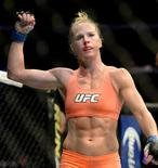 Campeã do UFC, Holly Holm, durante luta em Los Angeles.  28/02/2015   Jayne Kamin-Oncea-USA TODAY Sports//