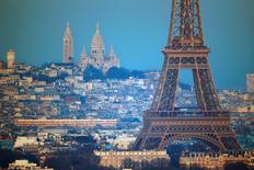 La Banque de France ne prévoit plus que 0,3% de croissance pour l'économie française au quatrième trimestre, contre 0,4% auparavant. Elle fait notamment état d'un repli de l'activité dans les services à destination des ménages (hébergement-restauration, activités récréatives) après les attentats du 13 novembre à Paris et Saint-Denis.   /Photo prise le 7 décembre 2015/REUTERS/Charles Platiau