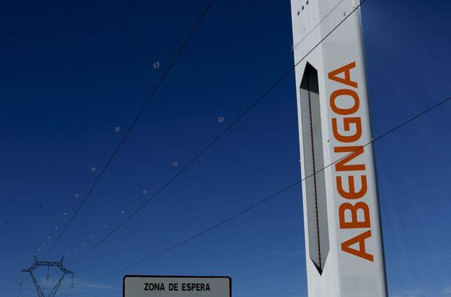 A tower belonging to the Abengoa solar plant is seen at the ''Solucar'' solar park in Sanlucar la Mayor, near the Andalusian capital of Seville, southern Spain November 25, 2015. REUTERS/Marcelo del Pozo