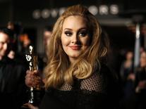 Adele recebe Oscar em 2013.  24/2/2013.   REUTERS/Lucas Jackson