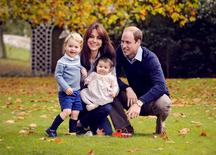 Britain's Prince William, his wife Kate, and their children George (L) and Charlotte pose in a photo  taken in late October 2015, and handed out by Kensington Palace December 18, 2015. REUTERS/Chris Jelf/Handout