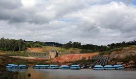 Água retirada do reservatório de Jaguari, no Sistema Cantereira, em maio. 21/05/2015 REUTERS/Paulo Whitaker