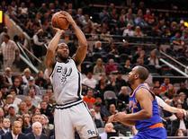 Jan 8, 2016; San Antonio, TX, USA; San Antonio Spurs small forward Kawhi Leonard (2) shoots the ball over New York Knicks shooting guard Arron Afflalo (right) during the first half at AT&T Center. Mandatory Credit: Soobum Im-USA TODAY Sports