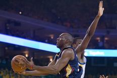 April 20, 2015; Oakland, CA, USA; New Orleans Pelicans guard Quincy Pondexter (20, left) drives to the basket past Golden State Warriors forward Harrison Barnes (40, right) during the first quarter in game two of the first round of the NBA Playoffs at Oracle Arena. Mandatory Credit: Kyle Terada-USA TODAY Sports