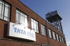 Tata Steel, le numéro un de la sidérurgie au Royaume-Uni, a annoncé lundi 1.050 suppressions d'emplois dans le pays qui viennent s'ajouter aux 1.170 décidées l'an dernier face à la baisse des prix de l'acier. /Photo d'archives/REUTERS/Russell Cheyne