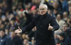 Técnico do Leicester City, Claudio Ranieri, durante partida contra o Aston Villa, pelo Campeonato Inglês. 16/01/2016 REUTERS/Action Images/Carl Recine